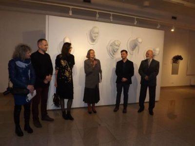 Pierwsza recenzja z wystawy NIE podobni w BWA w Kielcach